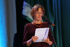 Małgorzata Kowalska, przewodnicząca jury, wykłasza laudację