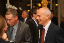 Po prawej - Marcin Poręba, laureat
